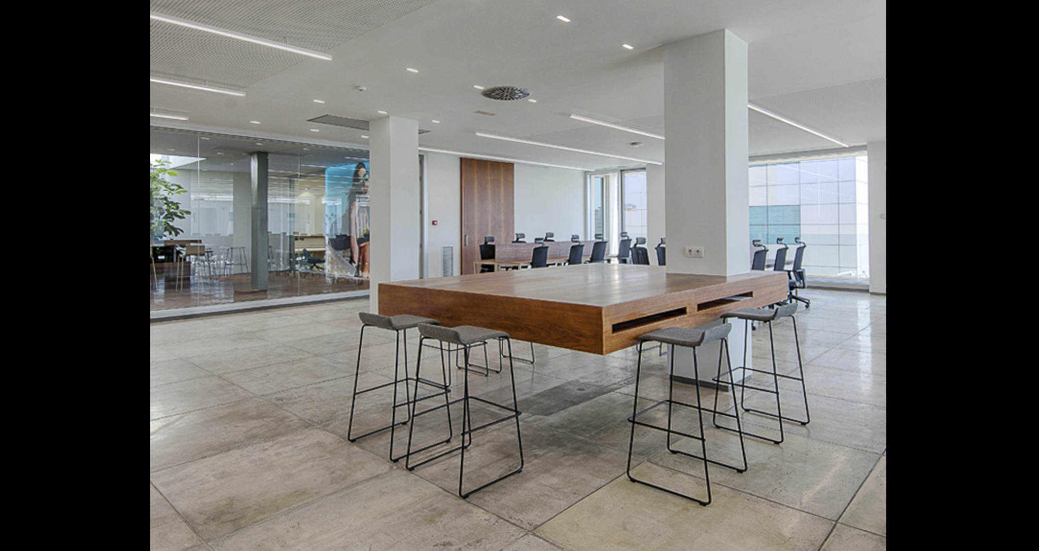 HAWKERS. Office remodeling project, project design by Rocamora Diseño y Arquitectura