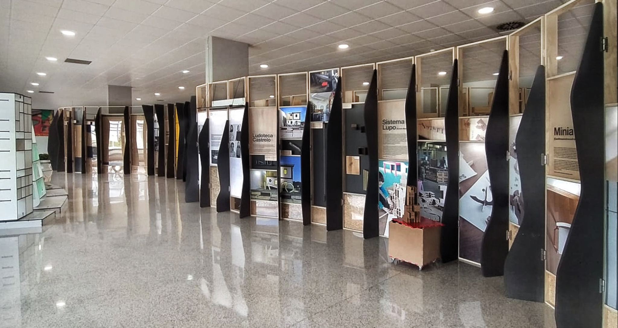Architecture temporary traveling exhibition Finsa Universidad Zaragoza by Rocamora design Elche Alicante Spain
