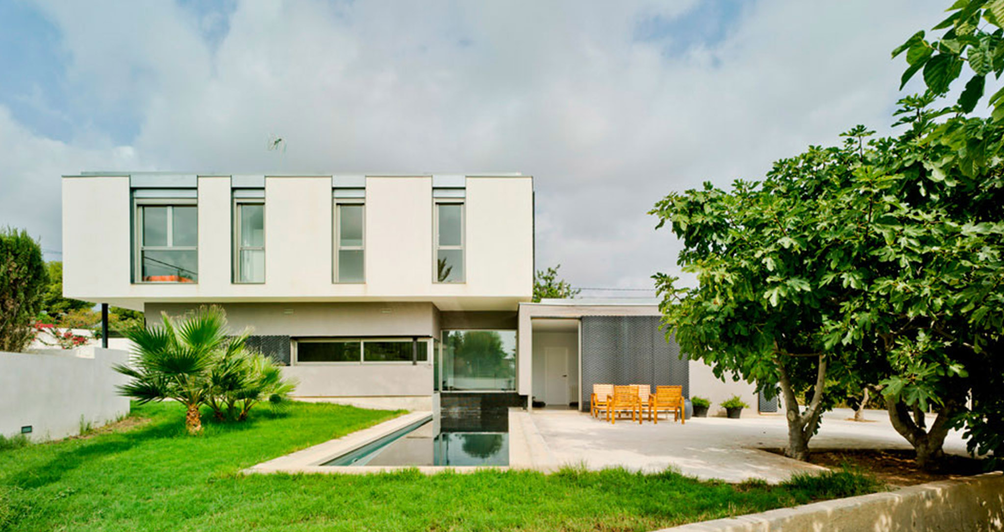 DESIGN AND ARCHITECTURE FOR SINGLE-FAMILY HOME A+M HOUSE BY ROCAMORA IN ELCHE ALICANTE SPAIN